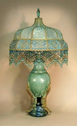 Vintage victorian lamp shades ideas for your bedroom (13)