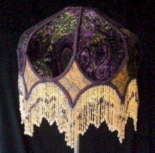 Vintage victorian lamp shades ideas for your bedroom (32)