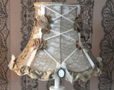 Vintage victorian lamp shades ideas for your bedroom (36)