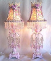 Vintage victorian lamp shades ideas for your bedroom (37)