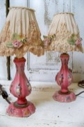 Vintage victorian lamp shades ideas for your bedroom (38)