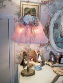 Vintage victorian lamp shades ideas for your bedroom (40)