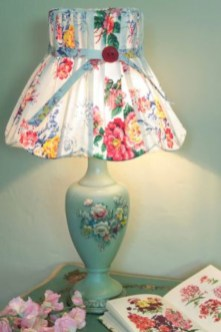 Vintage victorian lamp shades ideas for your bedroom (41)