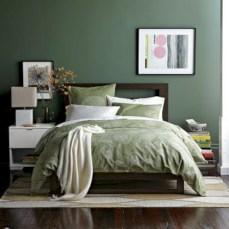 Wonderful green bedroom design decor ideas (23)