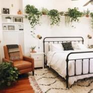 Wonderful green bedroom design decor ideas (31)