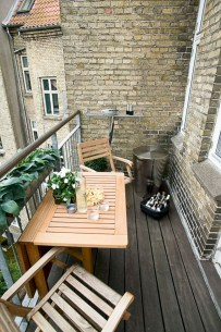 Cozy small balcony design decoration ideas 11