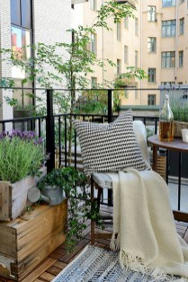 Cozy small balcony design decoration ideas 37