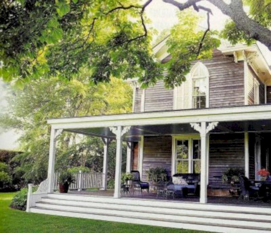 Rustic farmhouse porch steps decor ideas 17