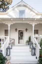 Rustic farmhouse porch steps decor ideas 32