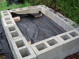 Adorable easy cinder block ideas for garden (41)