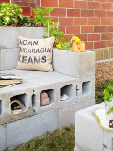 Adorable easy cinder block ideas for garden (46)