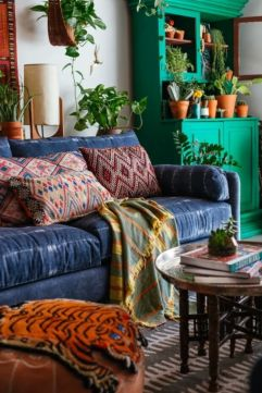 Amazing bohemian style living room decor ideas (8)