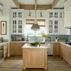 Cool coastal kitchen design ideas (31)