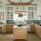 Cool coastal kitchen design ideas (31)