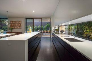 Stylish luxury black kitchen design ideas (20)