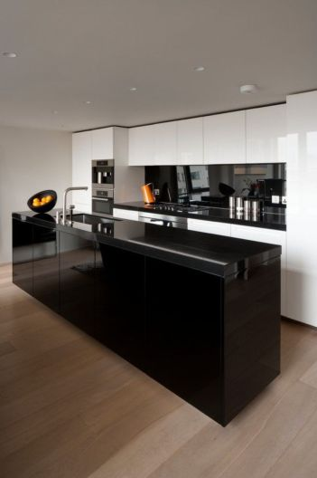 Stylish luxury black kitchen design ideas (22)