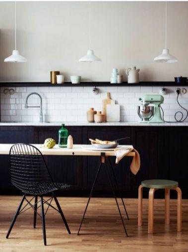 Stylish luxury black kitchen design ideas (36)
