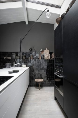 Stylish luxury black kitchen design ideas (44)