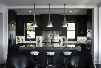 Stylish luxury black kitchen design ideas (46)