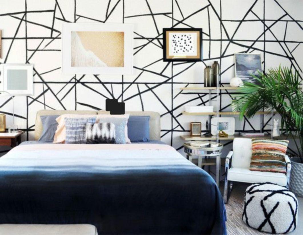 Totally inspiring black and white geometric wallpaper ideas for bedroom (21)