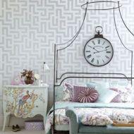 Totally inspiring black and white geometric wallpaper ideas for bedroom (22)