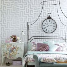 Totally inspiring black and white geometric wallpaper ideas for bedroom (22)
