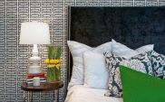 Totally inspiring black and white geometric wallpaper ideas for bedroom (3)