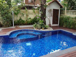 Beautiful small outdoor inground pools design ideas 26
