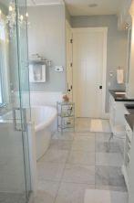 Beautiful urban farmhouse master bathroom remodel ideas (1)