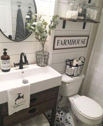 Beautiful urban farmhouse master bathroom remodel ideas (12)