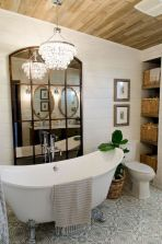 Beautiful urban farmhouse master bathroom remodel ideas (2)