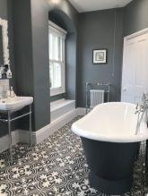 Beautiful urban farmhouse master bathroom remodel ideas (21)