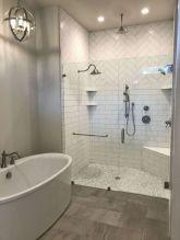Beautiful urban farmhouse master bathroom remodel ideas (23)