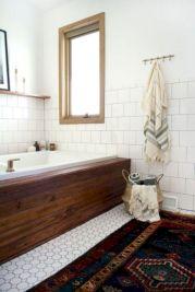 Beautiful urban farmhouse master bathroom remodel ideas (26)