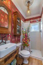 Beautiful urban farmhouse master bathroom remodel ideas (34)