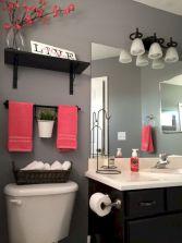 Beautiful urban farmhouse master bathroom remodel ideas (36)