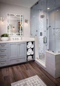 Beautiful urban farmhouse master bathroom remodel ideas (38)