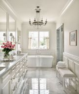 Beautiful urban farmhouse master bathroom remodel ideas (43)