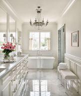 Beautiful urban farmhouse master bathroom remodel ideas (43)