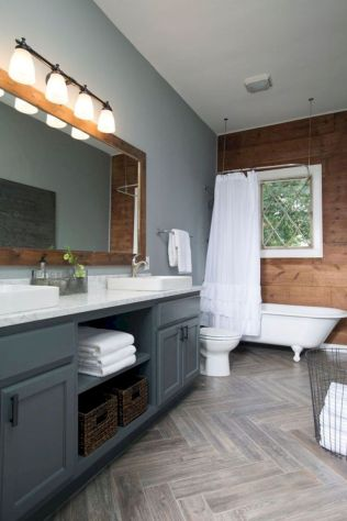 Beautiful urban farmhouse master bathroom remodel ideas (44)