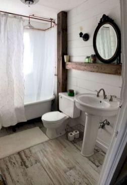 Beautiful urban farmhouse master bathroom remodel ideas (7)