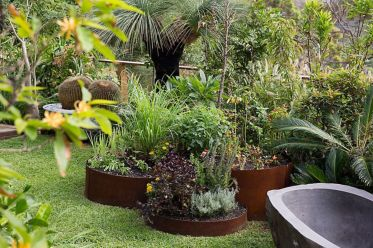 Best and beautiful tree ring planter ideas 27