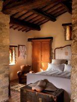 Contemporary italian rustic home décor ideas 19