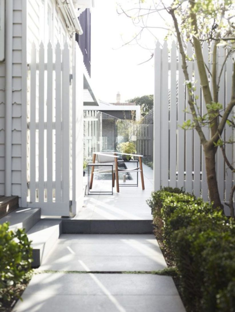 Exclusive and modern minimalist fence design ideas 38