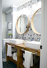 Gorgeous farmhouse master bathroom decorating ideas (17)