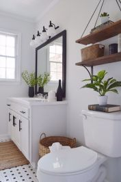 Gorgeous farmhouse master bathroom decorating ideas (18)