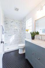 Gorgeous farmhouse master bathroom decorating ideas (19)
