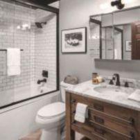 Gorgeous farmhouse master bathroom decorating ideas (5)
