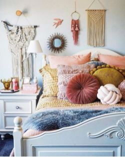 Inspired boho bedroom decorating ideas on a budget 39