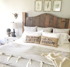 Rustic farmhouse bedroom decorating ideas (29)